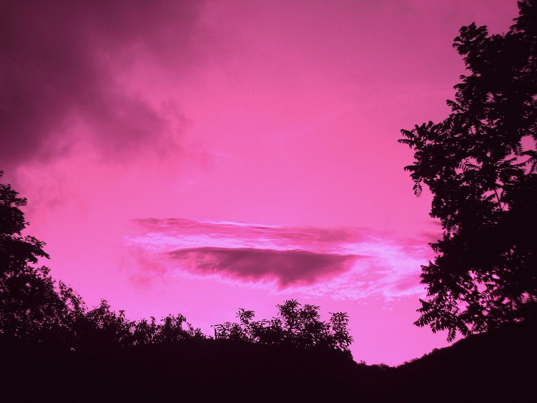 1280px-Pink_Sky