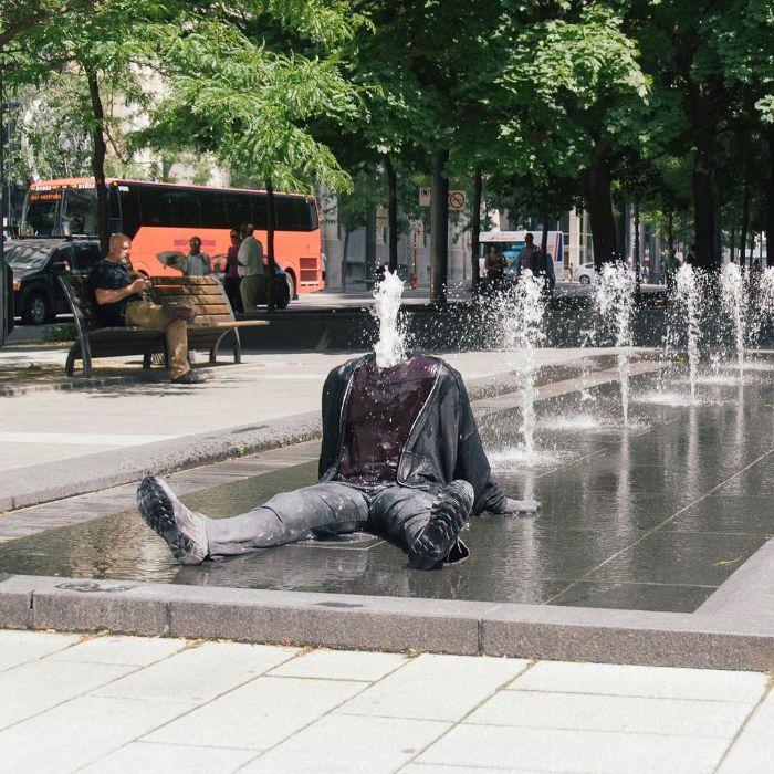 5d146eae8cf98-mannequins-city-street-art-installation-trolling-sculptor-artist-mark-jenkins-12-5d1317e3b35a1__700