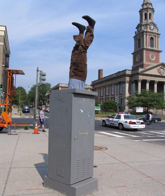 5d146eb1268b2-mannequins-city-street-art-installation-trolling-sculptor-artist-mark-jenkins-23-5d1317f6b8663__700